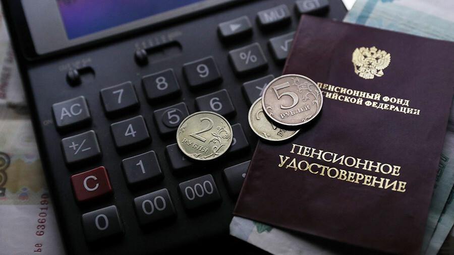 Как сложить свой стаж, чтобы получить доплату к пенсии или льготу